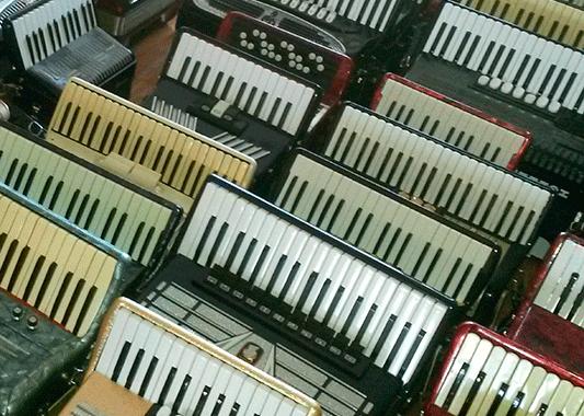 Ulbrokas akordeonisti Tīnūžu tautas namā