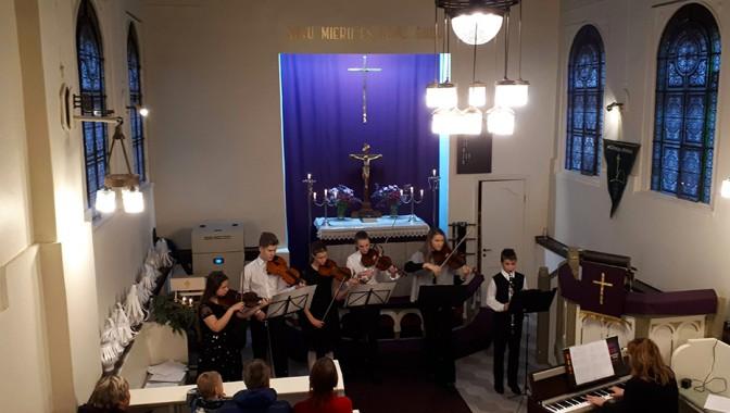 Vijolnieku koncerts Trešajā Adventē
